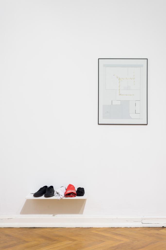 Piotr Grabowski, Tul 1, 2014, rysunek na kalce, strój. Fot. Tytus Szabelski