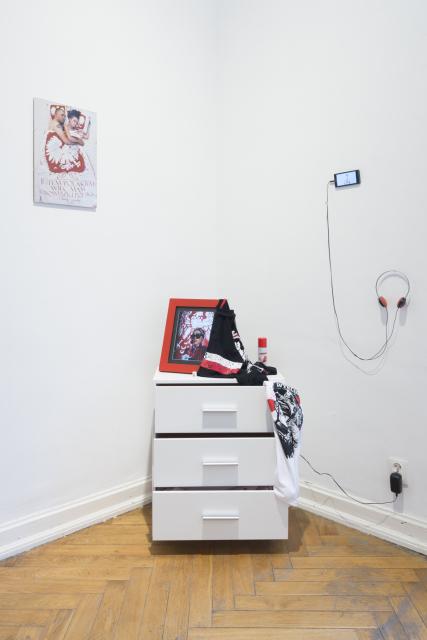 Liliana Piskorska, Sposoby kamuflażu we współczesnej Polsce, 2016, działania performatywe. Fot. Tytus Szabelski